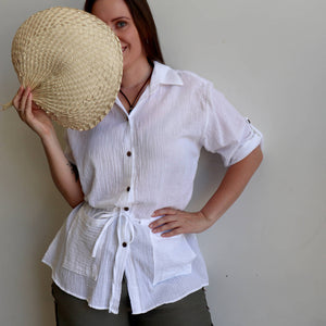 Come on a Safari with me! Classic summer short-sleeved, button-through blouse in 100% cotton. White.