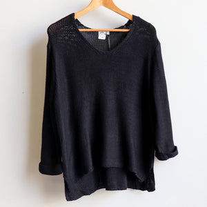 Oversize knit jumper with V-neck and boxy shape knit top perfect for weekend casual women's wear.  black