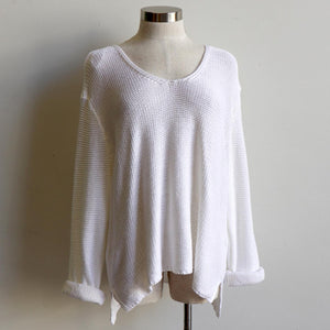 Oversize knit jumper with V-neck and boxy shape knit top perfect for weekend casual women's wear. white