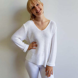 Oversize knit jumper with V-neck and boxy shape knit top perfect for weekend casual women's wear. White.