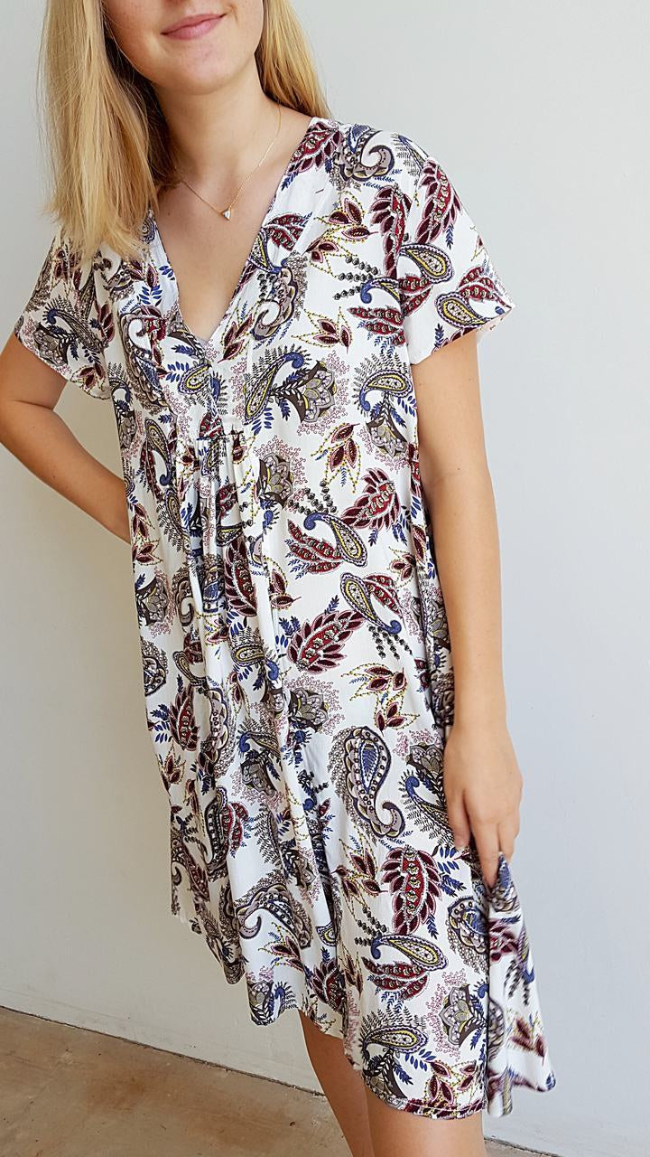 Light + floaty cool rayon v-neck short sleeve summer dress/ tunic top with above the knee hemline in paisley print.