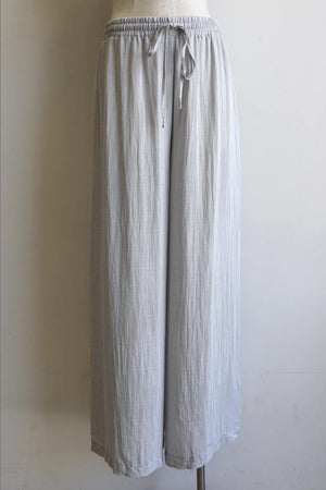 Elastic waist long lounge pant in softly flowing linen blend fabric with a luxe feel. Silver.