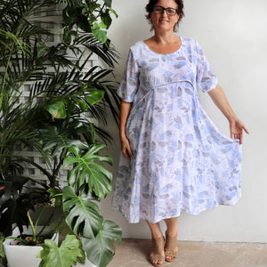 Chic below the knee fully-lined dress with classic a-line shaping. Smart summer dress with pockets in an understated pastel pattern. Made from lightly textured poly/cotton blend. Blue.