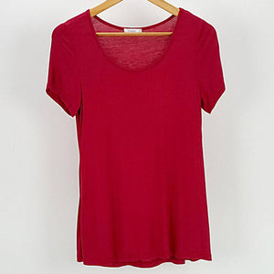 Women's stretchy soft polished cotton blend,  short sleeved t-shirt. Plain and basic summer top staple for easy styling and layering. Petite to plus size available from a 6 to 22 - Ruby Red
