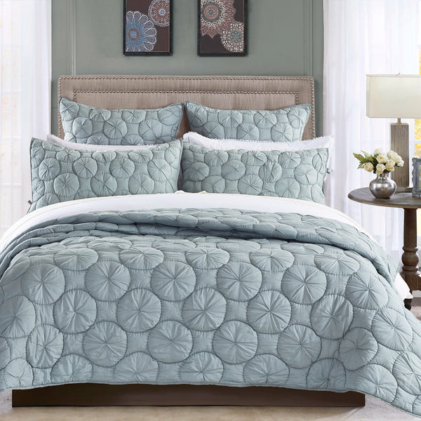 Dream Waltz Luxury Fog Quilt - Calla Angel  - 1