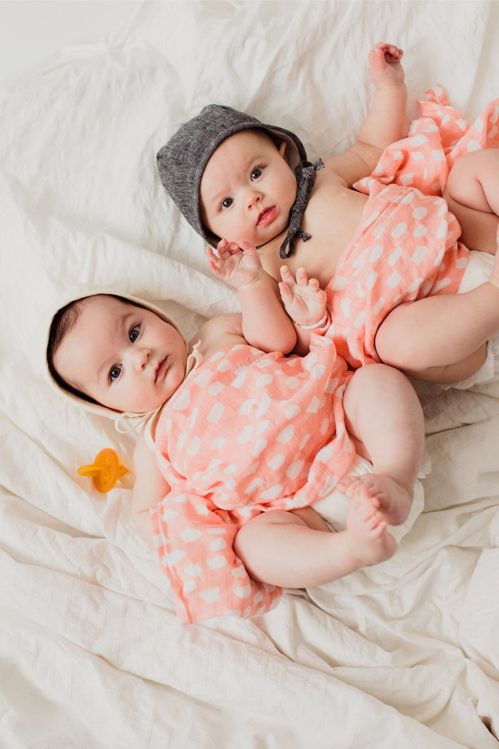SPOTTED BLUSH SWADDLE, swaddle - Tnee's