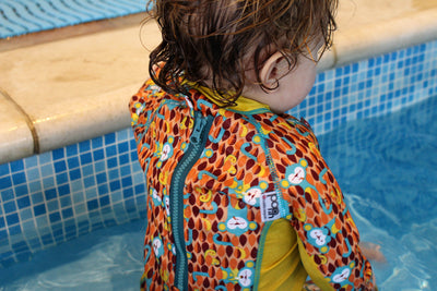 Close let foret svømmedragt - Pop in Snug Swimsuit - Monkey - Ticky & Bert - Badetøj - Close - MamaMilla.dk