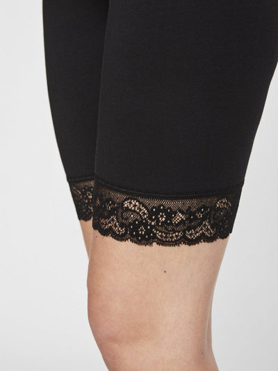 Mamalicious 2-pack korte leggings/shorts med blonder til gravide - Sort
