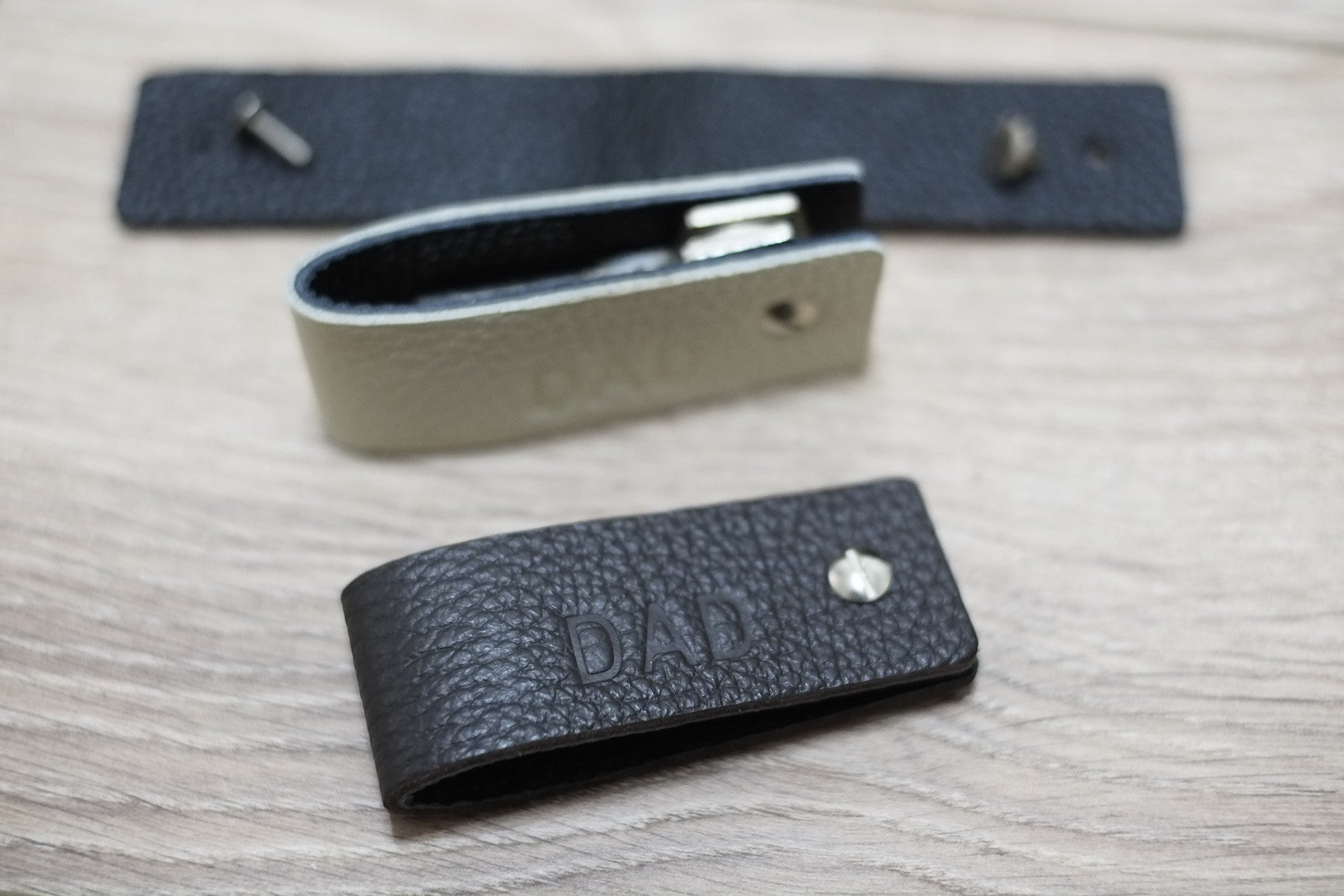 Leather Keychain - Reversible Colors - NERO Minimalist Wallet