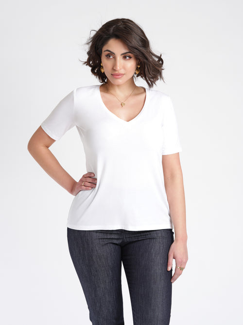 Dana T-Shirt white front relaxed fit V neck.
