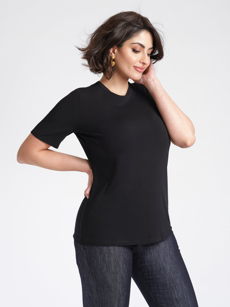 Emeline T-Shirt black side view relaxed fit crew neck.