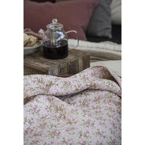 IB Laursen quilt light pink with red roses