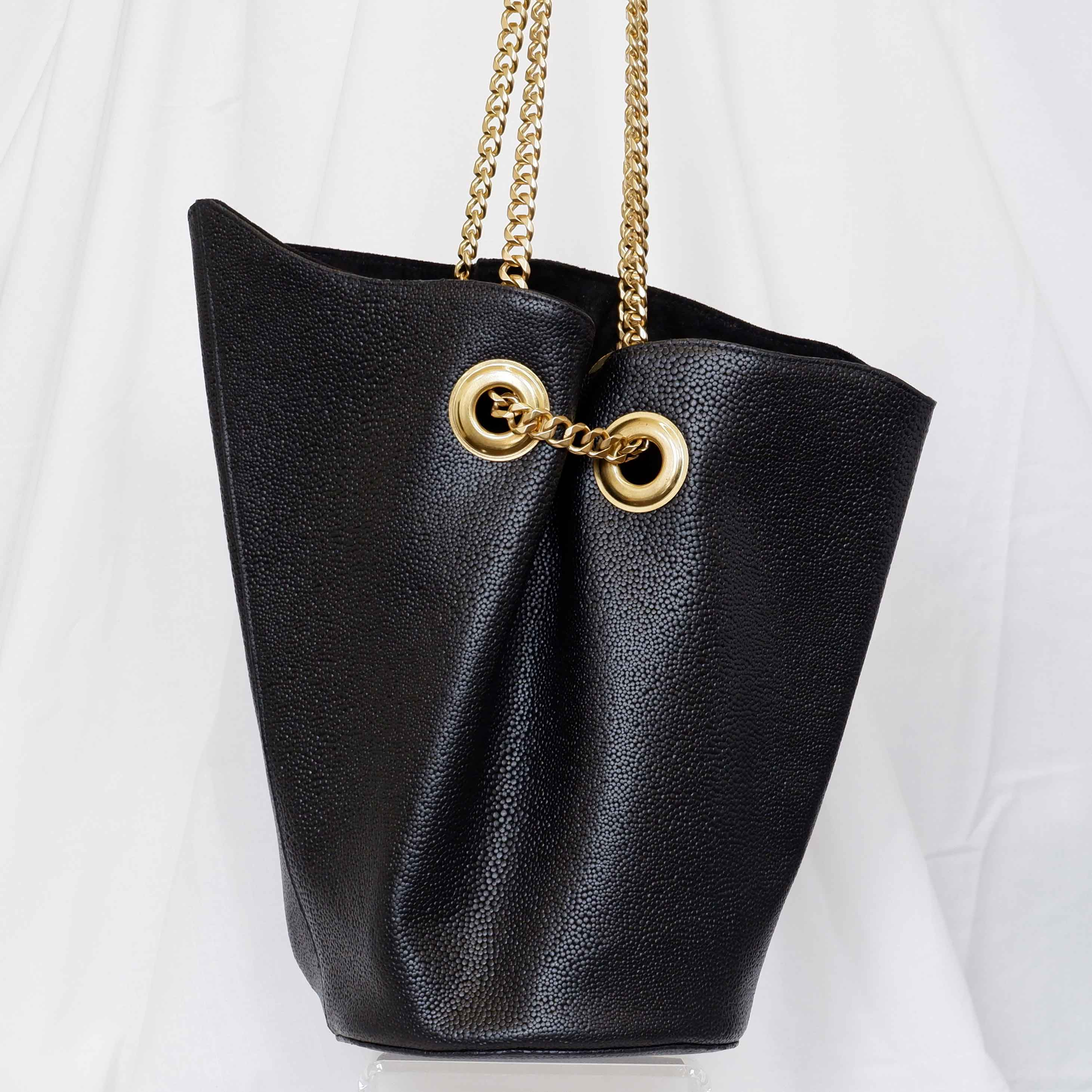 Large Susan Bucket Bag in Black Pebble