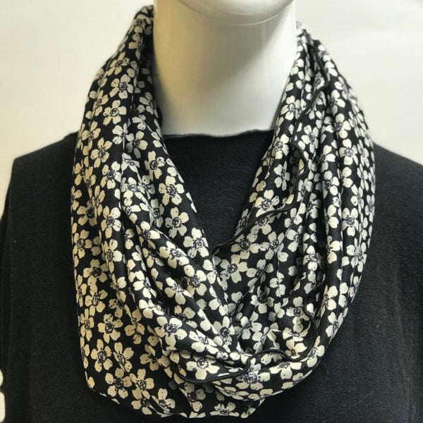 White Daisy Field Eternity Scarf
