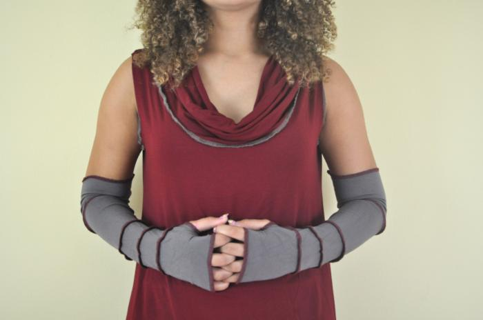 Heather Brown with Dark Grey Arm Warmers
