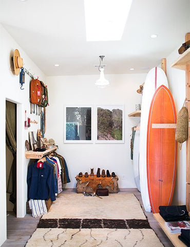 Though Ojai is surrounded by mountains, the beach is only a short drive away. Channon, an avid surfer, tapped Santa Barbara shaper Jeff Svoboda of Fabriqué and San Marcos–based Chris Christianson for artful custom-made boards.