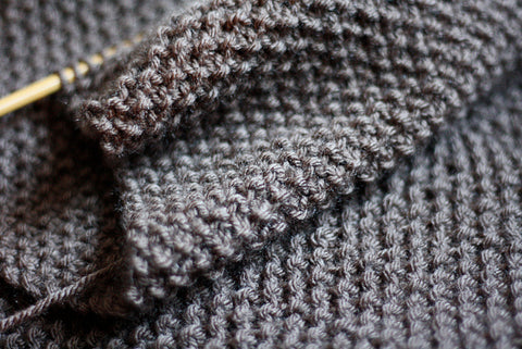 Knitting the seed stitch pattern