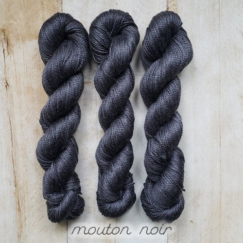 MOUTON NOIR by Louise Robert Design | ALGUA MARINA hand-dyed semi-solid yarn
