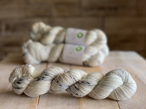 Bis-sock yarn Salt & Pepper speckled hand-dyed yarn | 100g (2x50g) or 50g mini skein size