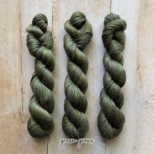 GREEN GROWS by Louise Robert Design | ALGUA MARINA hand-dyed Variegated yarn