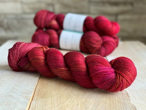 IMPÉRATRICE by Louise Robert Design | SUPER SOCK hand-dyed Variegated yarn
