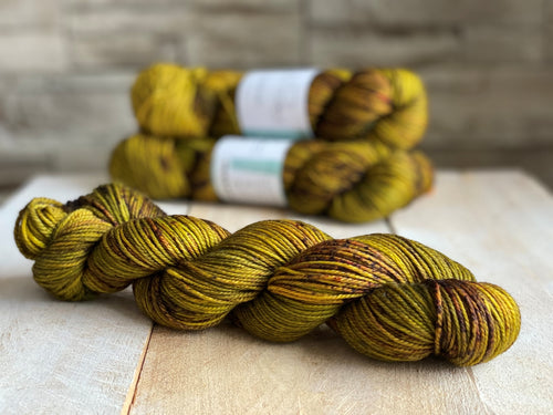 INVERNESS by Louise Robert Design | DK PURE hand-dyed speckled yarn