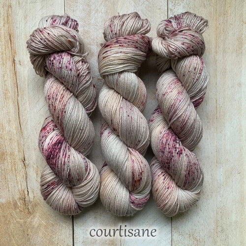 COURTISANE by Louise Robert Design | SUPER SOCK hand-dyed Speckled yarn