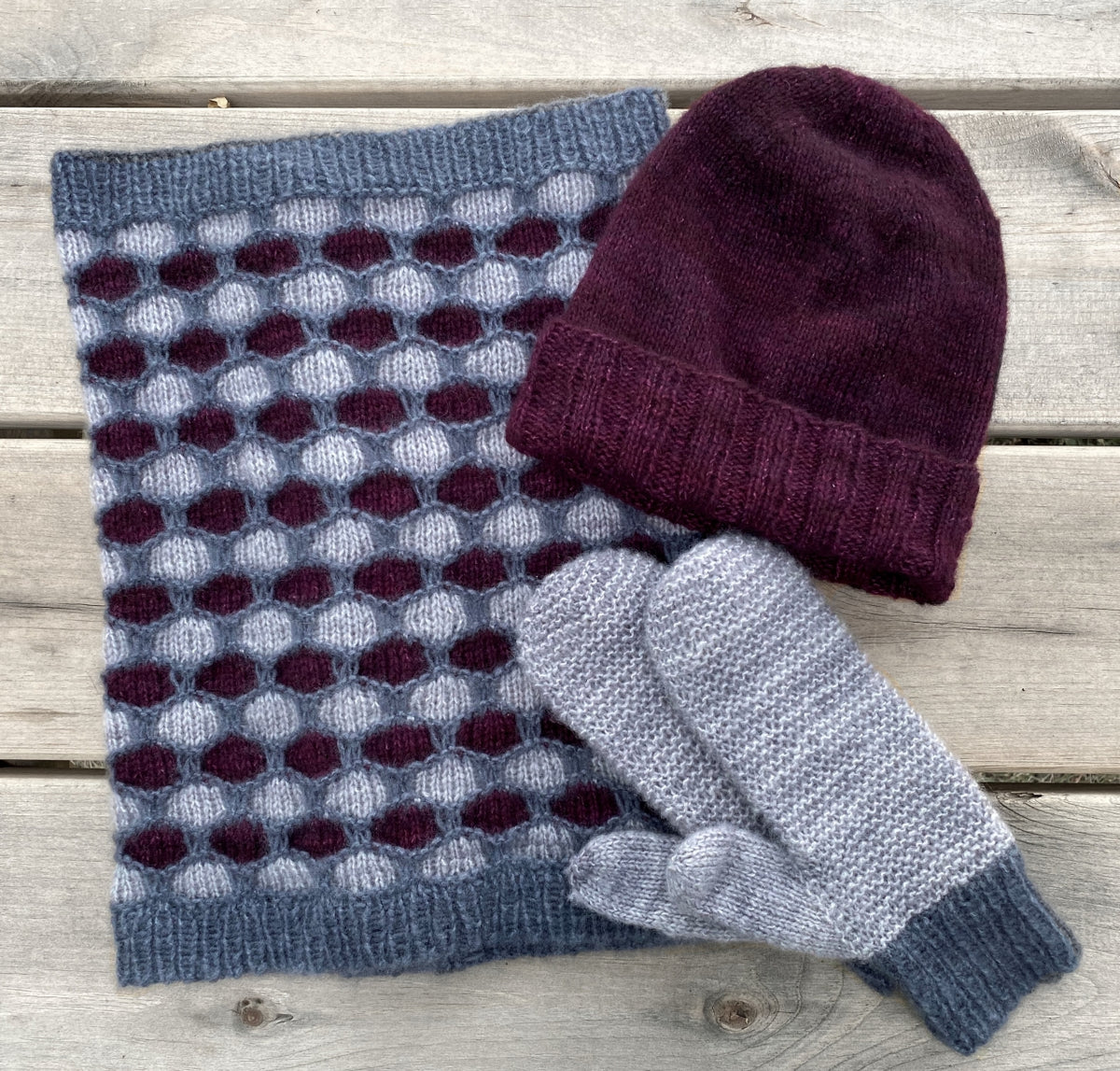 One more hug - Free cowl, hat & mittens pattern