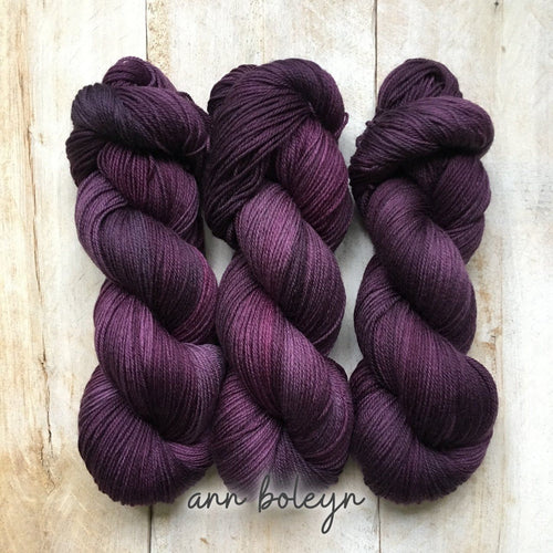 ANN BOLEYN by Louise Robert Design | SUPER SOCK hand-dyed semi-solid yarn