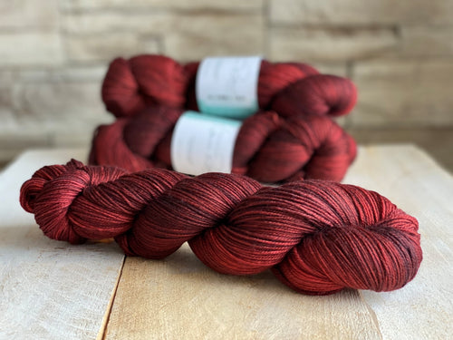 MONA LISA by Louise Robert Design | SUPER SOCK hand-dyed semi-solid yarn