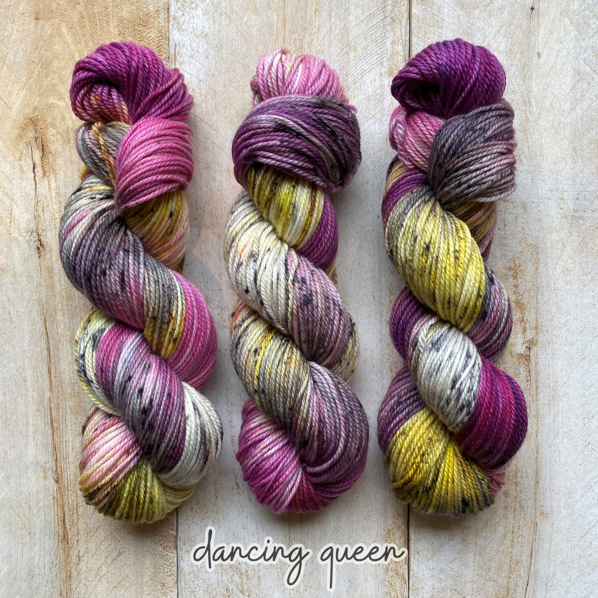 DANCING QUEEN by Louise Robert Design | MERINO WORSTED hand-dyed Speckled yarn