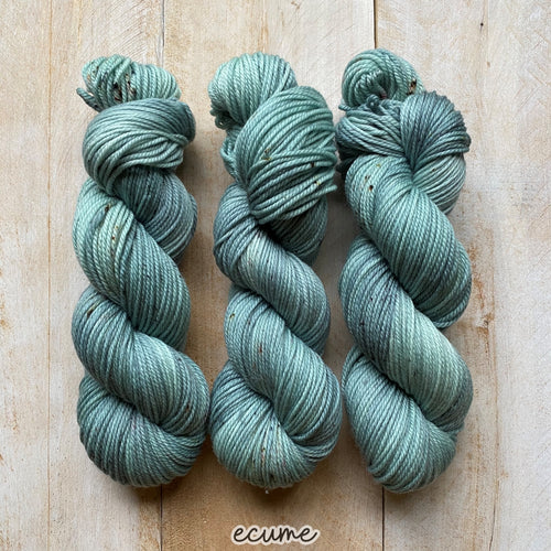 ECUME by Louise Robert Design | MERINO WORSTED hand-dyed Speckled yarn