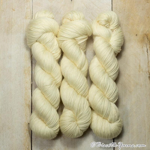 DK PURE | semi-solid dk weight yarn Vanille