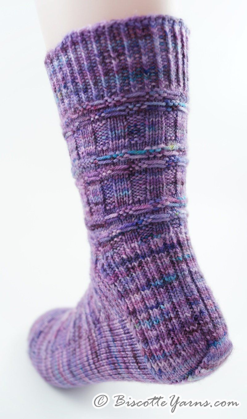 Free Sock Pattern - Dorique socks