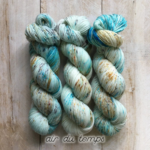 AIR DU TEMPS by Louise Robert Design | SUPER SOCK hand-dyed speckled yarn