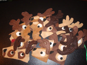 felt reindeer ornament assembly