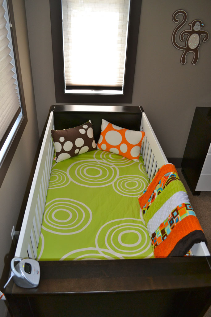 Gorgeous, Patterned Crib Sheets in a Modern Nursery
