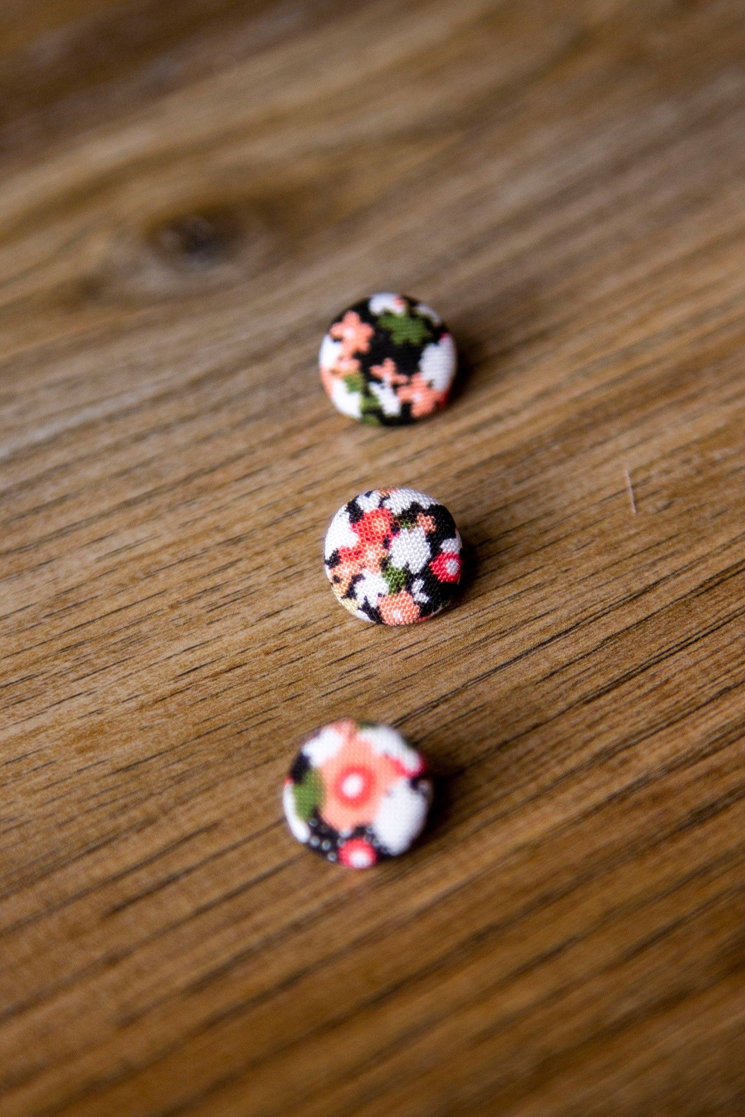 "1/2"" (1,3 cm) Black Floral Button"