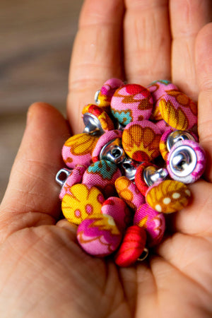 "1/2"" (1,3 cm) Abstract Floral Button"