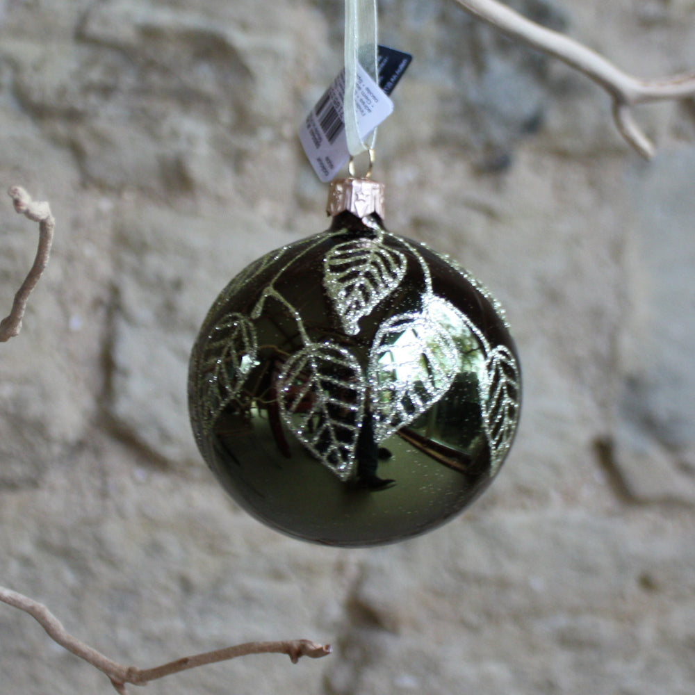 Glass bauble with leaves