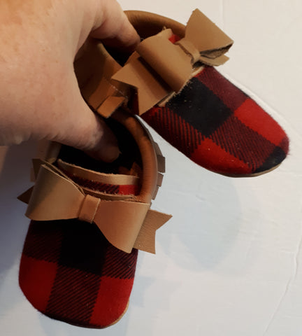 Tan mocc with short fringe buffalo plaid toe topper