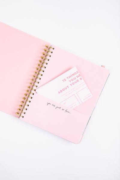 an agenda with a pocket for all your loose papers