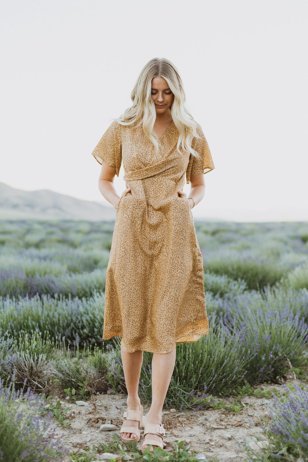 The Sue Billowed Midi Dress in Mustard