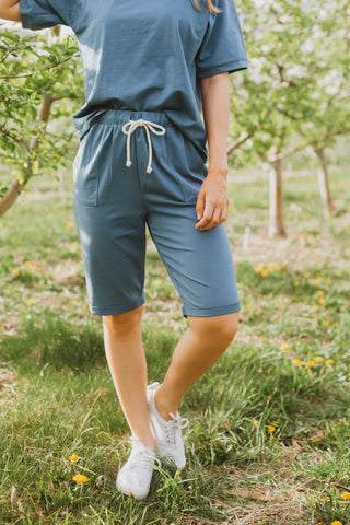 The Briella Linen Casual Shorts in Chambray