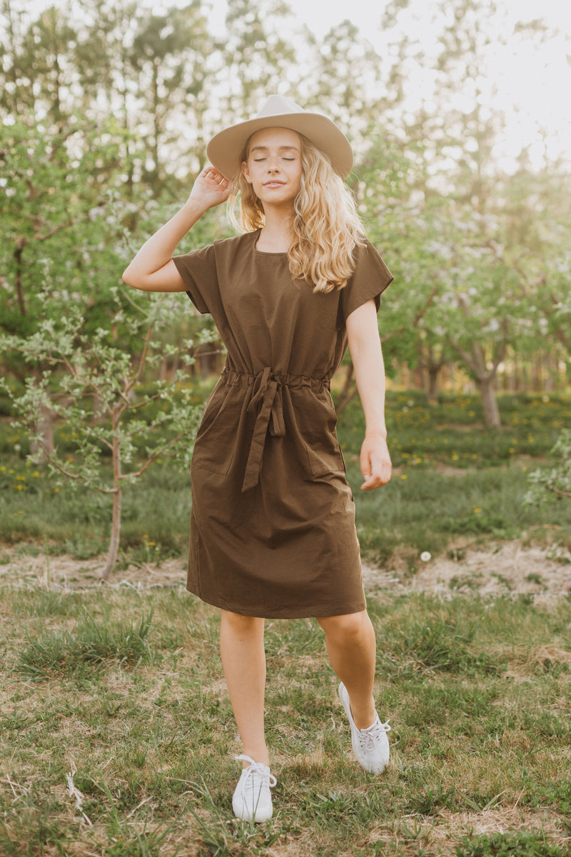 Piper & Scoot: The Casa Cinch Casual Dress in Hunter Green