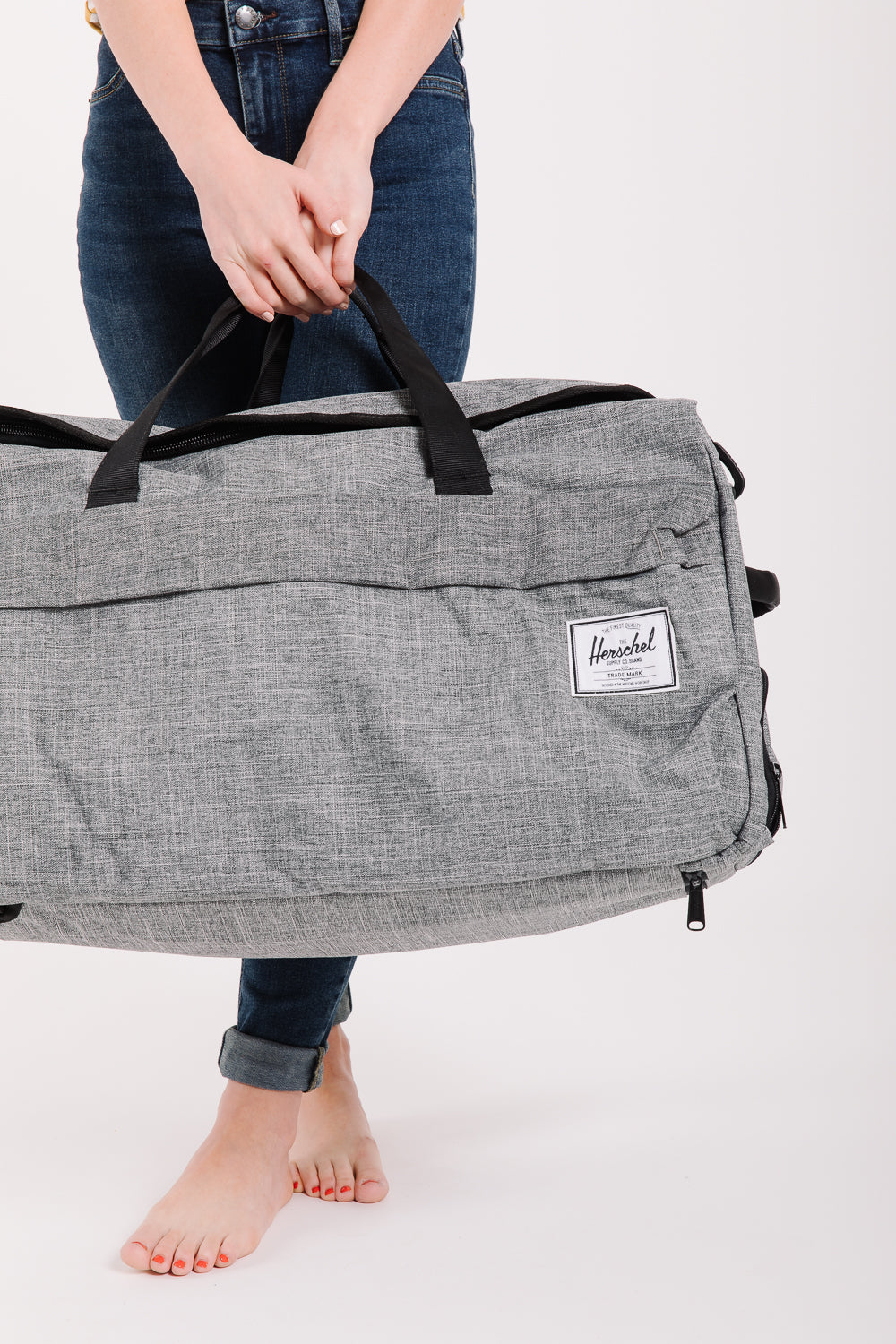 Herschel: Outfitter Luggage in Raven Crosshatch