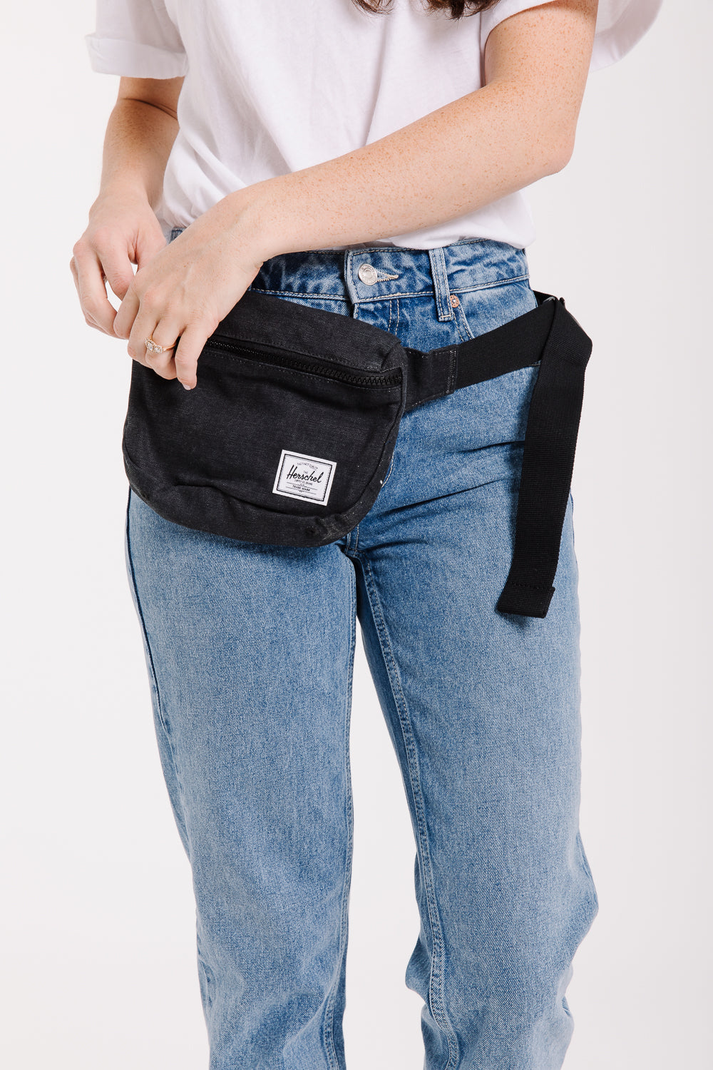 Herschel: Fifteen Hip Pack in Canvas Black
