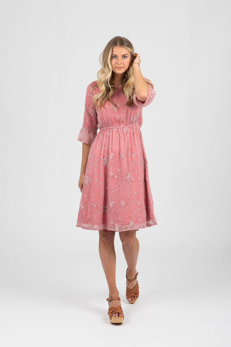 Piper & Scoot: The Taylee Lace Ruffle Dress in Mauve
