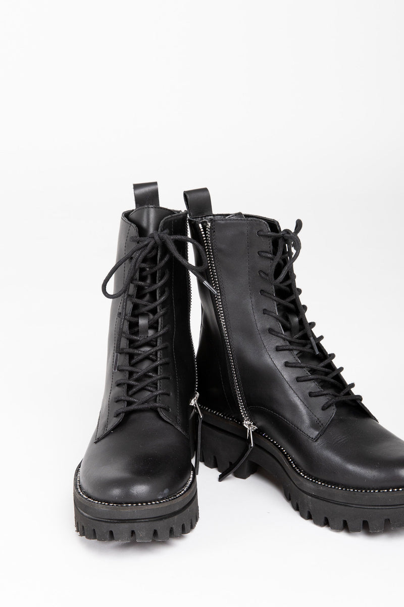 Dolce Vita: Prym Boots in Black Leather, studio shoot; front view
