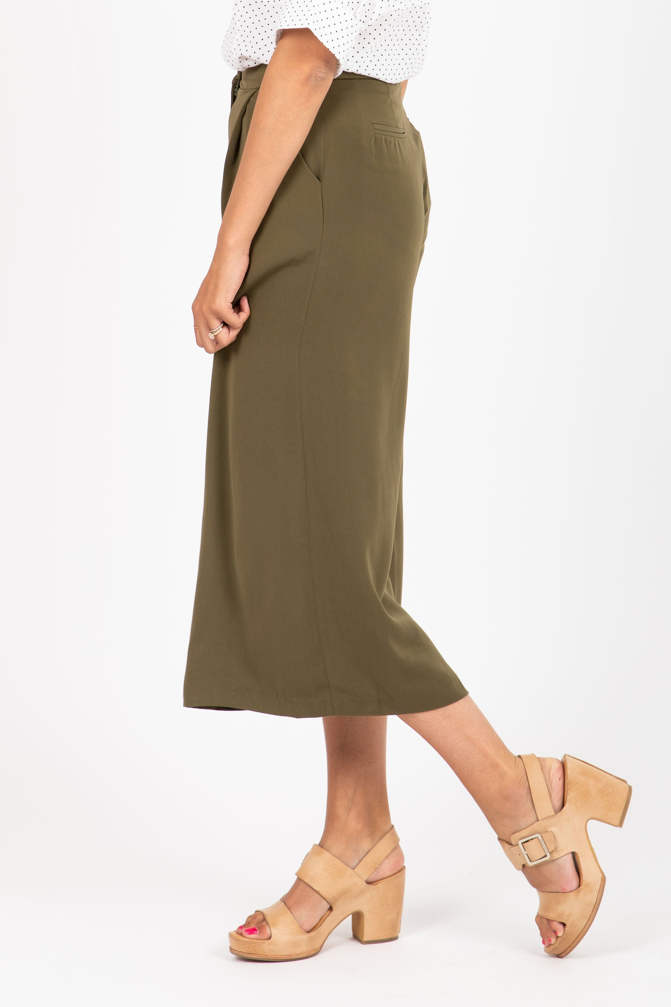 The Fetch Wide Leg Trouser in Moss